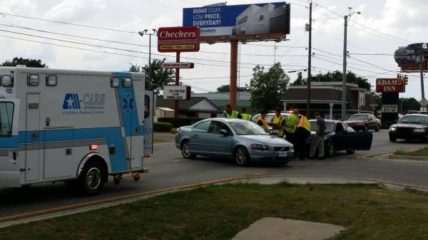 Minor Wreck in the 3000 Block of Montgomery Hwy