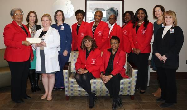 Delta Sigma Theta Members Make Donation