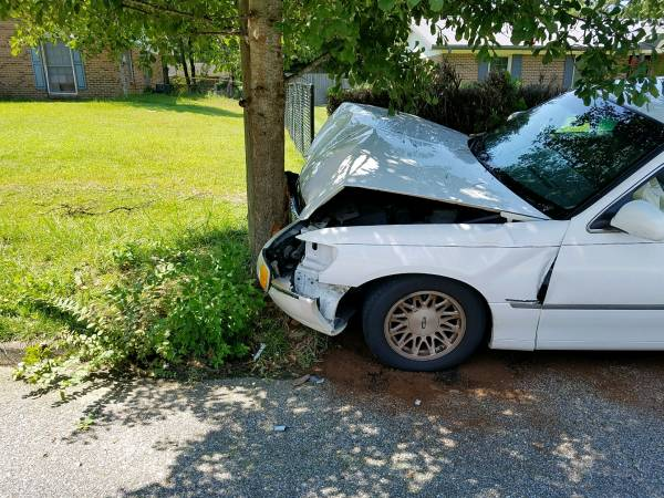 10:25 AM Vehicle verse Pole on Briarwood Drive