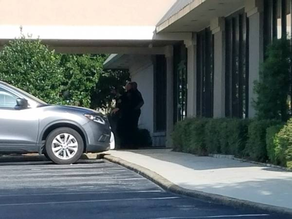 4:19 PM..,. Robbery at the Clarion Inn