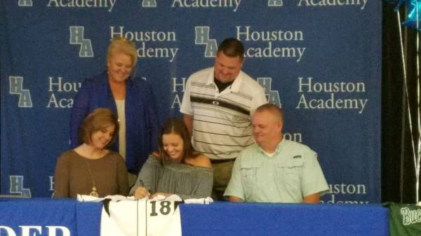 Ashford Teen Signs with Shelton College