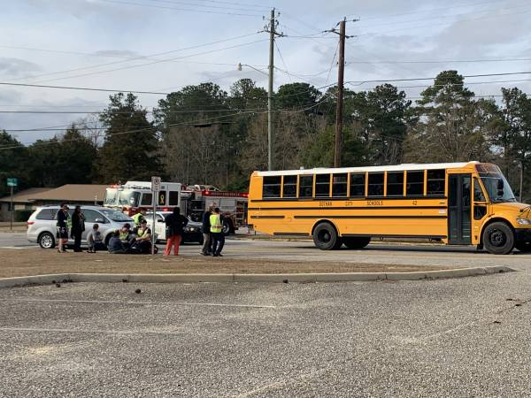 3:28 PM.   NO CHILDREN HURT - NO CHILDREN HURT  - Minor School Bus Wreck