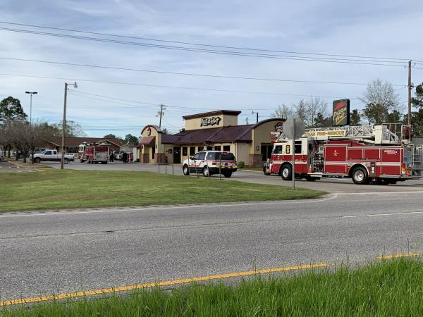 UPDATED @ 5:27 PM.    4:42 PM.   Structure Fire Reported Pizza Hut South - Dothan